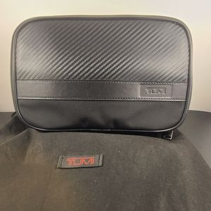 Tumi-Alber split case travel kit-black/carbon